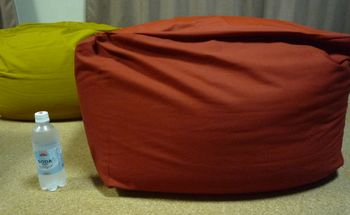 カバーを付けた体にフィットするソファ