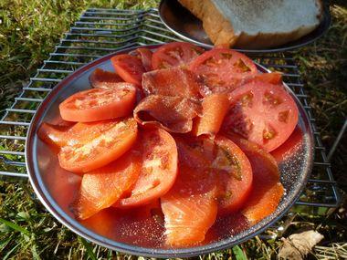 トマトとスモークサーモン
