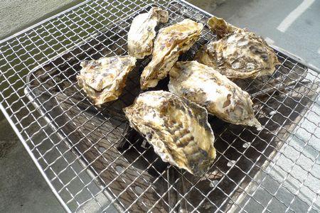 焚火台で焼き牡蠣