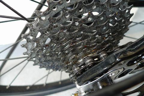 自転車の 自転車 オイル 汚れ 落とす : スプロケットも真っ黒に汚れて ...